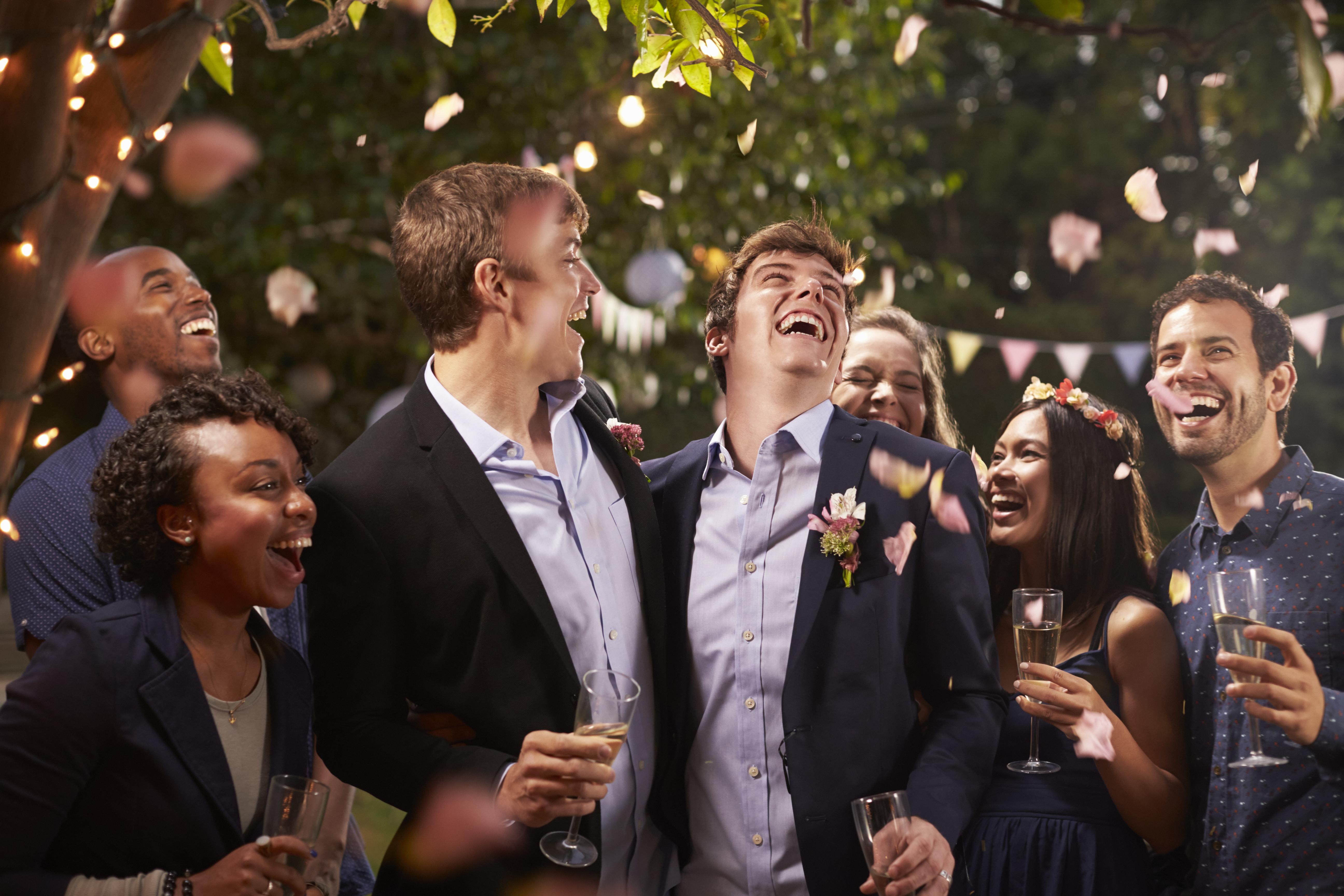 fiesta de boda de una pareja gay