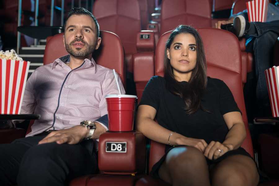 ideas románticas primeras citas ir al cine