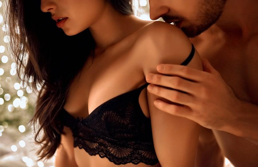 pareja comenzando juegos eróticos