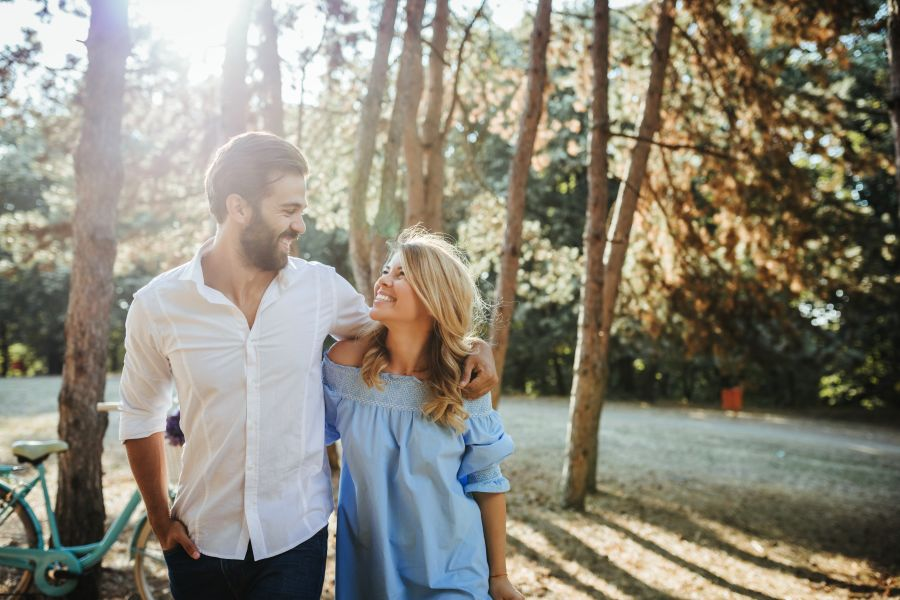 ideas primeras citas románticas paseo por el parque
