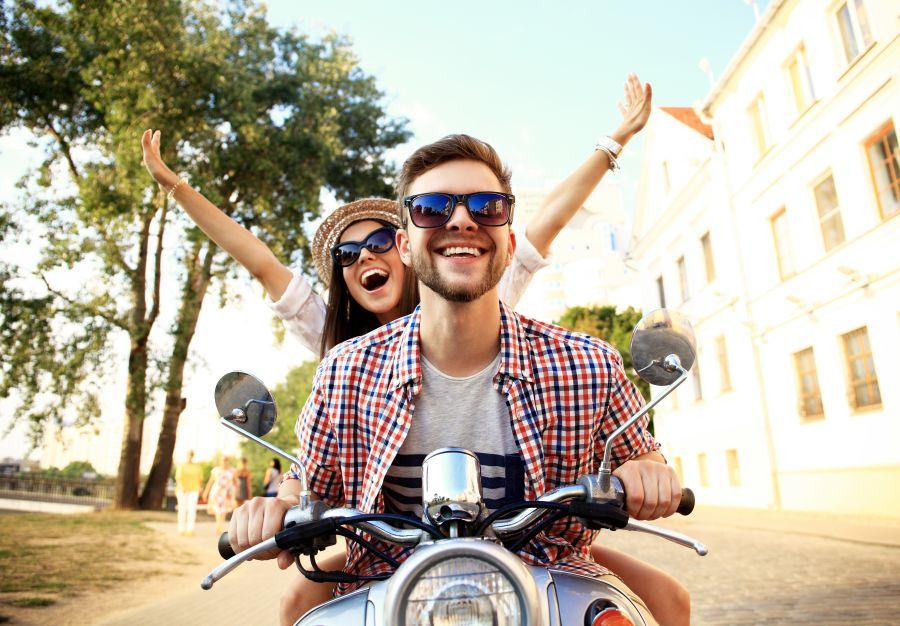 ideas primeras citas románticas una vuelta en moto